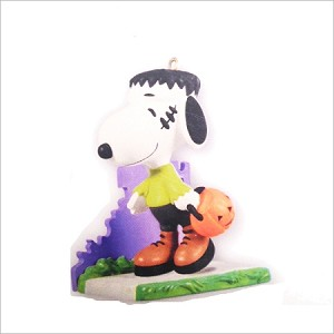2011 Peanuts A Monstrous Disguise Snoopy *Halloween