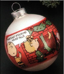1977 Peanuts Fireplace Scene Ball Hallmark Keepsake Ornament 250QX162-2