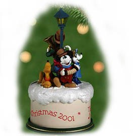 2001 Merry Carolers Mickey Musical Hallmark Keepsake Ornament 2400QXD758-5