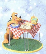 2004 Sneaking A Treat Pluto Hallmark Keepsake Ornament 1895QRP4294