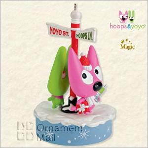 Hoops & Yoyo Cell-ebrating Christmas