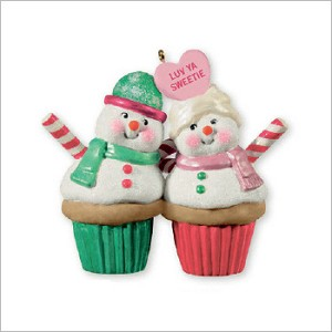 2013 A Couple of Cupcakes Hallmark Keepsake Ornament QXG1882