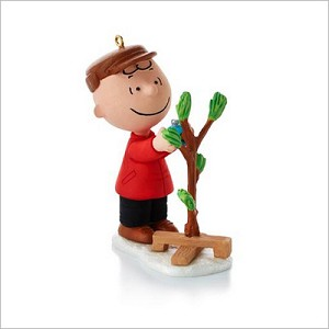2013 Peanuts Monthly Series 5th Charlie Brown A Very Special Tree Hallmark Keepsake Ornament QX9822