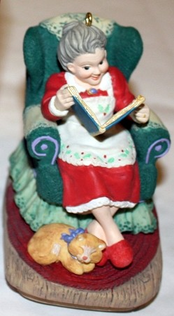 1997 Mrs Claus Story Compliment *Club-Event Hallmark Keepsake Ornament event