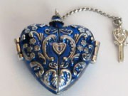 2004 Charming Heart Colorway *Miniature Hallmark Keepsake Ornament QXM5194