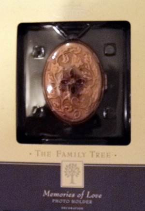 2003 Family Tree Memories of Love Hallmark Keepsake Ornament QEP1329