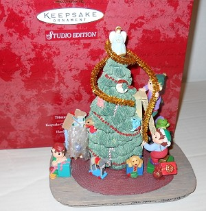 1997 Trimming Santa's Tree *Club Event Display 19 Signature Stamped Hallmark Keepsake Ornament QXC5175