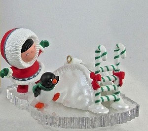 2004 Frosty Friends Colorway  Hallmark Keepsake Ornament QX8331