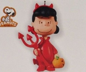 2010 Halloween The Peanuts Gang Lucy (VSDB) Hallmark Keepsake Ornament QFO4653
