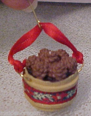 1989 Pine Cone Basket  *Miniature Hallmark Keepsake Ornament 450QXM573-4