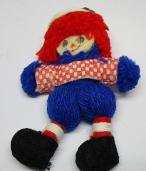 1976 Yarn Raggedy Andy Felt Slightly Worn Hallmark Keepsake Ornament 175QX122-1